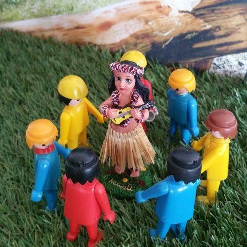 hula doll met ukelele
